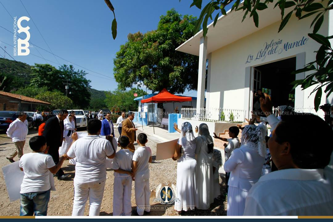 El-Apóstol-Naasón-Joaquín-García-visita-Yago-Nayarit-México.jpg