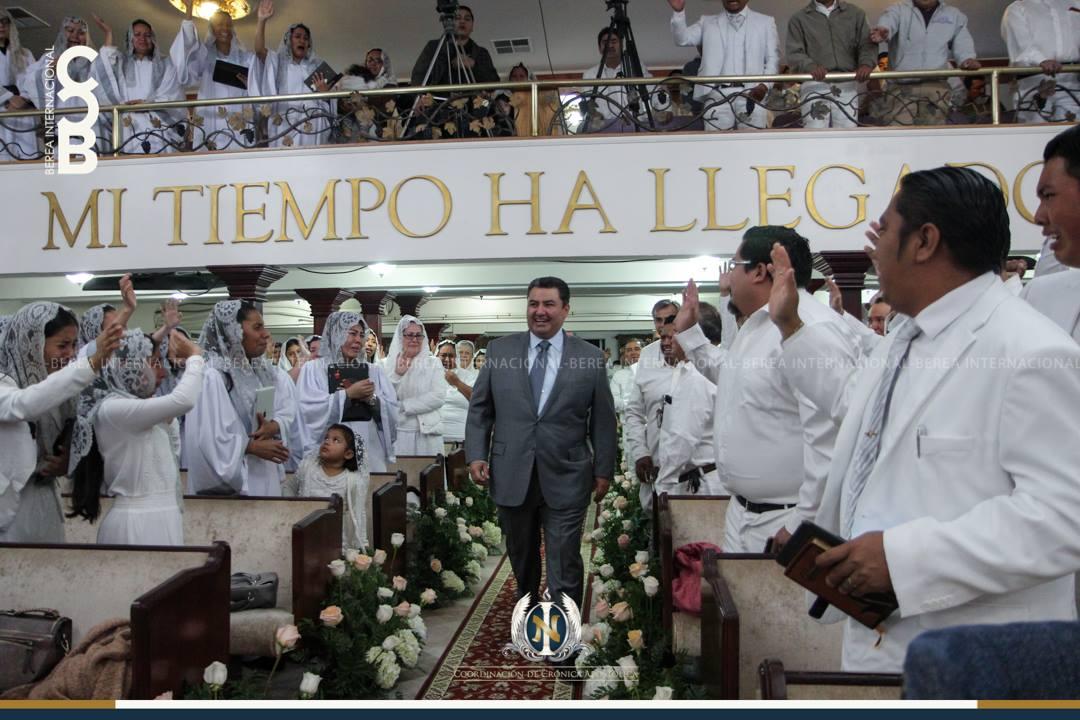 Apostol-Naason-Joaquin-Garcia-en-Santa-Ana-California-USA.jpg